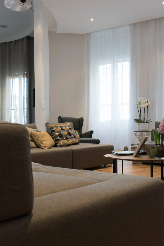 meubles canapé salon cliché exposer zoom annecy écully