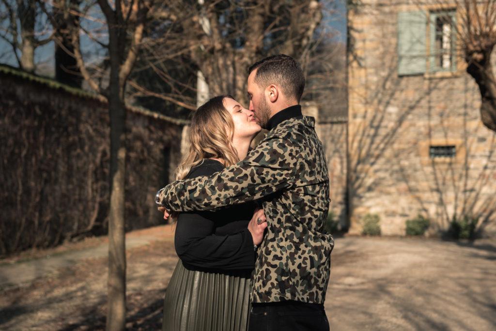 embrasser tourtereaux amour art visuel région lyonnaise