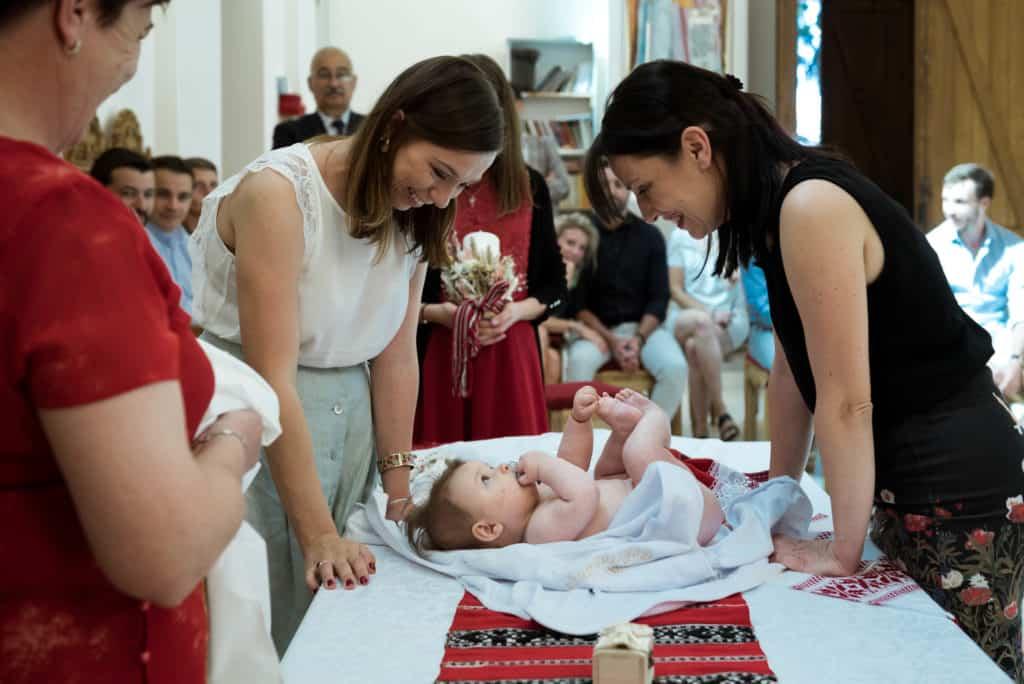 Photograpge Baptême famille bébé célébration cérémonie Lyon Rhône Alpes